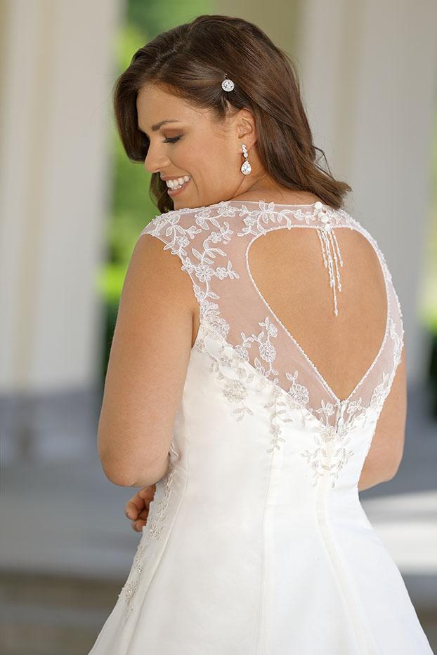Ubergrossen Brautkleider Und Hochzeitskleider In Siegburg