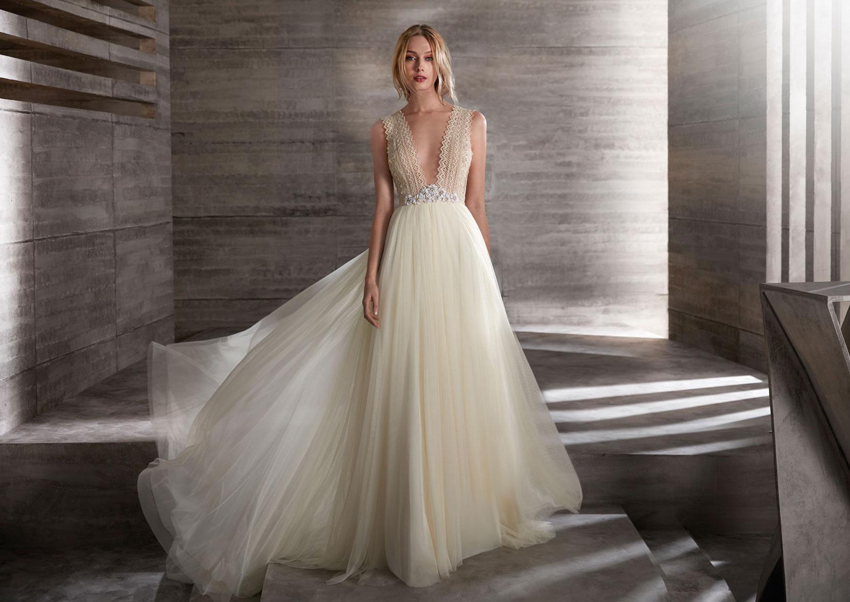 Brautkleider_Prinzessin_mit_Glitzer-Hochzeitskleid_mit_Spitze