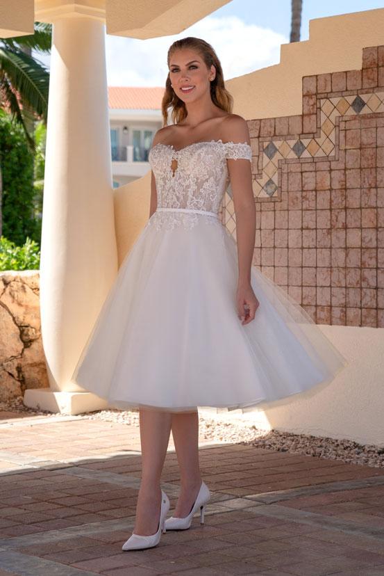 Kurz spitze hochzeitskleid Kurze Brautkleider
